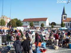 picture of BROCANTE - EXPO VOITURES ANCIENNES - RESTAURATION MOULES FRITES